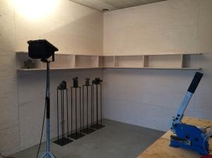 De boekenkast in het atelier