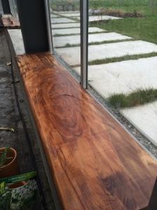 vensterbanken van 'weerbarstig' hout