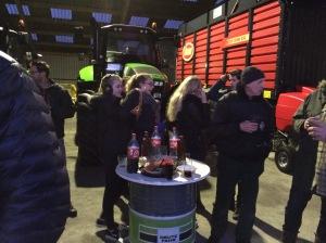 kruidenbitter met cola tussen de tractoren